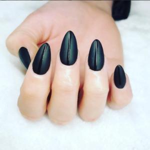 unghii negre migdala