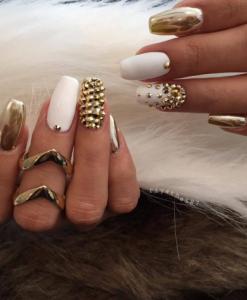 unghii albe cu auriu