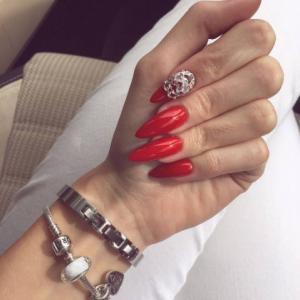 unghii cu gel rosii lungi