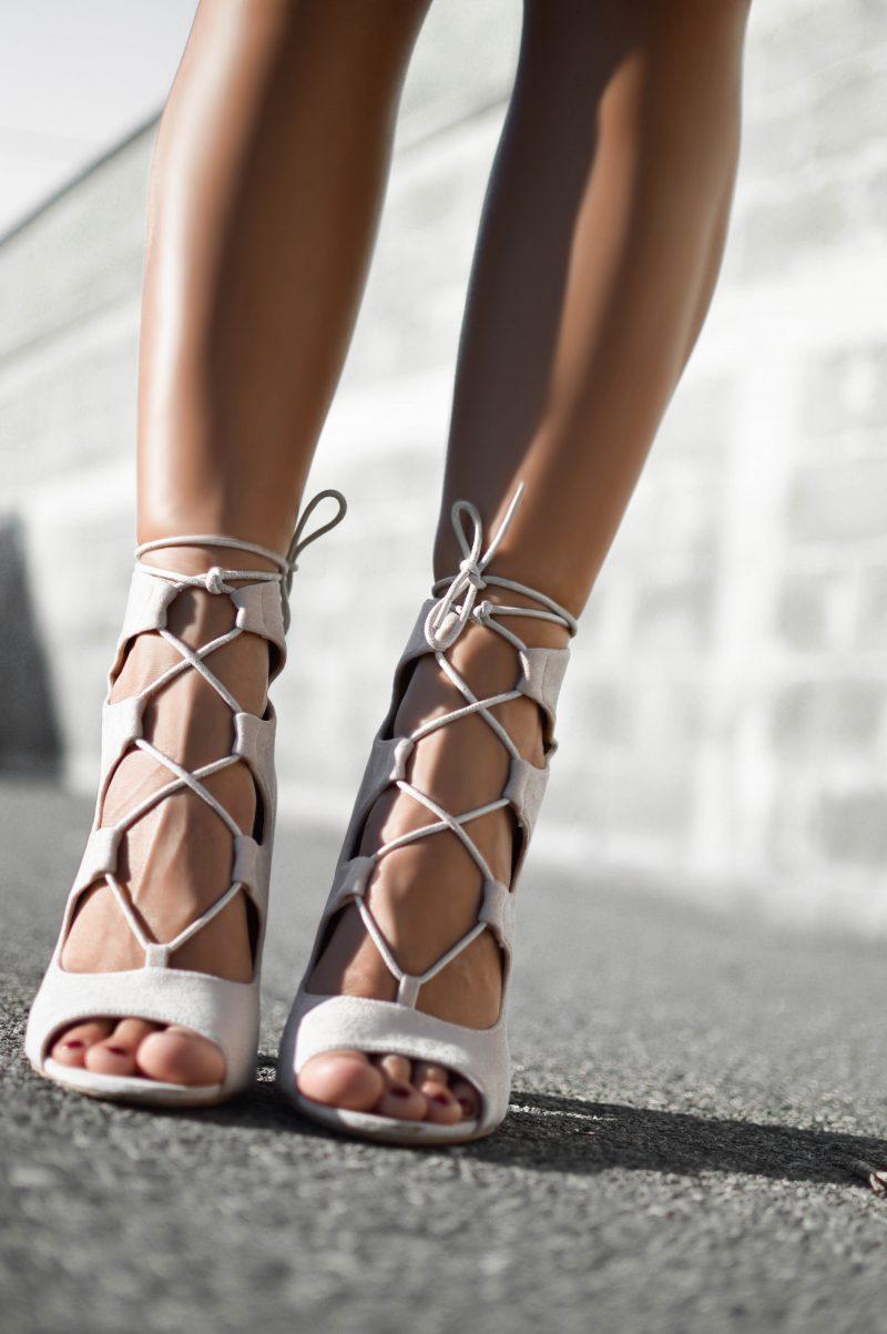 sandale albe impletite