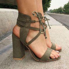 sandale cu tocuri mari