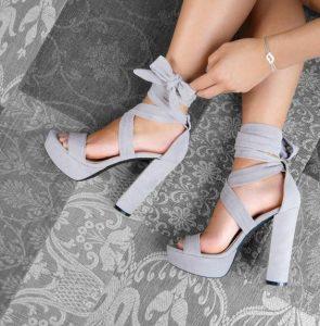 sandale gri cu tocuri