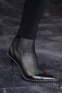 sandale tip papuc