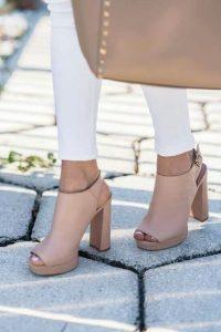 sandale cu tocui patrate