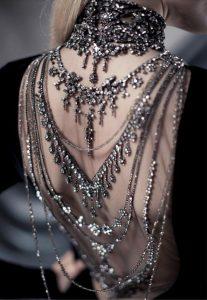bijuterii rochie spate ggol