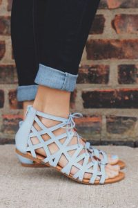 sandale albe cu bretele