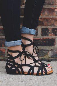 sandale negre impletite