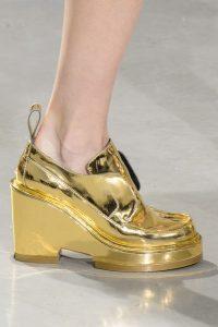 model pantofi aurii