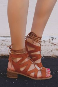 sandale maro