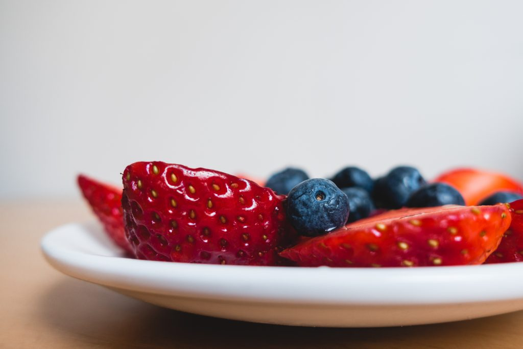 foodiesfeed.com_healthy-berries-for-snack-close-up