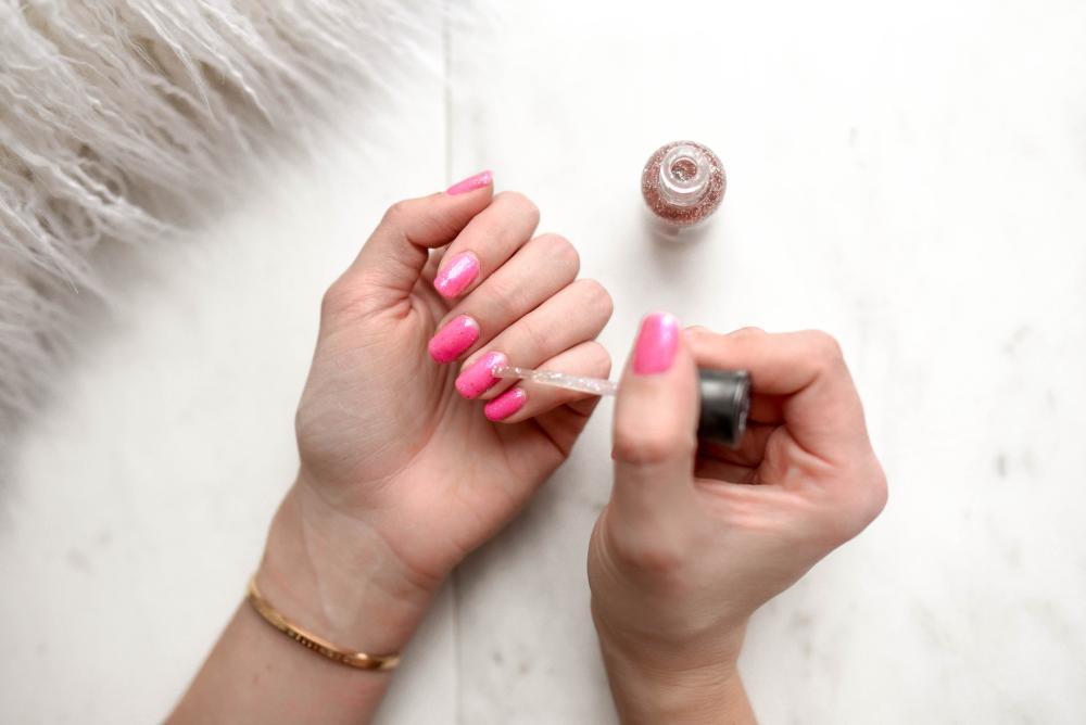Cum să-ţi tai corect unghiile